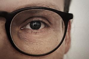 Granskning med vores kritiske øjne
